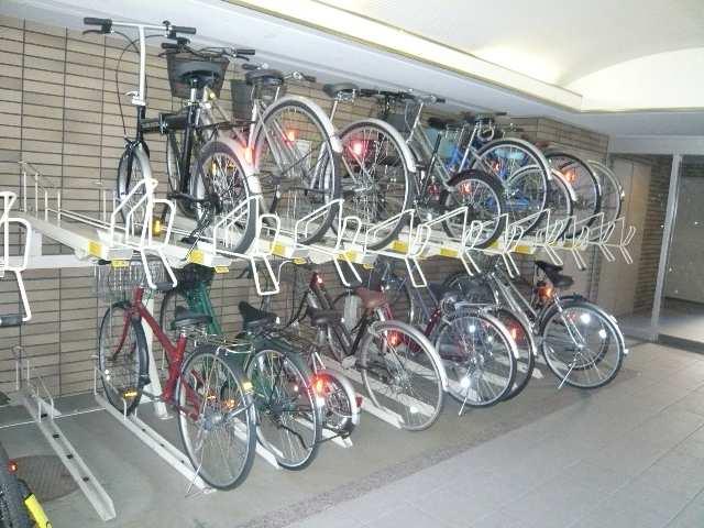 グレイス2000 7階 駐輪場