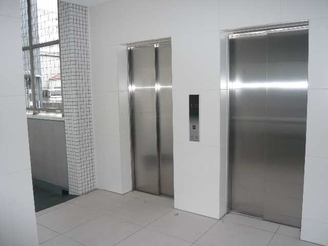 ラ・ヴィ・アン・ローズ 12階 エレベーター