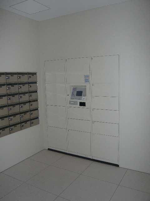 ラ・ヴィ・アン・ローズ 4階 宅配BOX