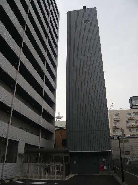 ラ・ヴィ・アン・ローズ 4階 駐車場