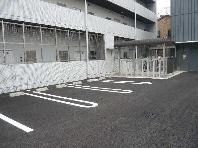 ラ・ヴィ・アン・ローズ 12階 駐車場
