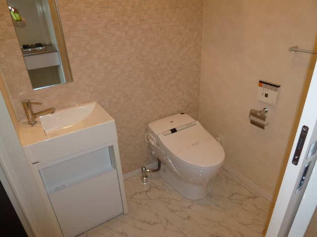 ラ・ヴィ・アン・ローズ 9階 WC