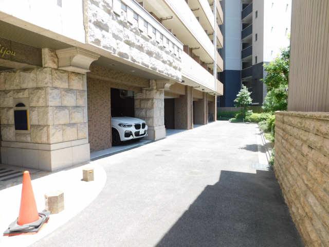 プレサンス名古屋STATIONビジュ 6階 駐車場