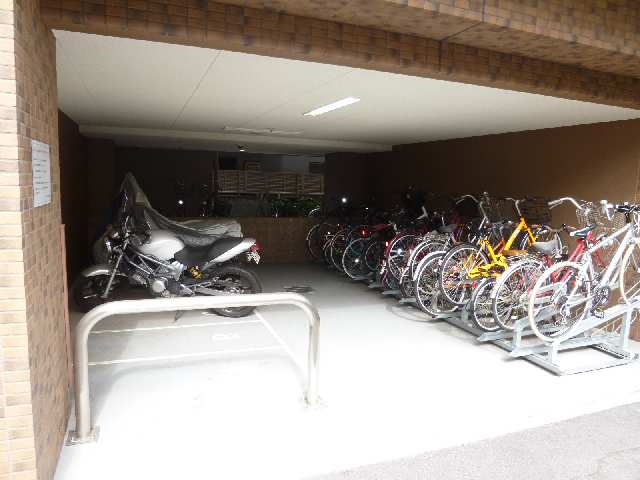 プレサンス名古屋STATIONビジュ 6階 駐輪場