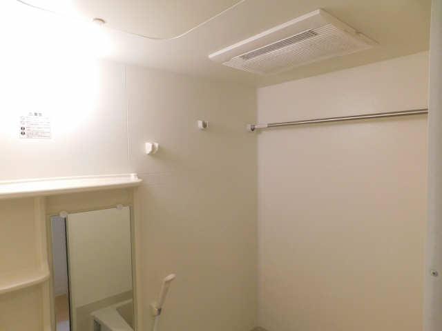 プレサンス名古屋STATIONビジュ 6階 浴室乾燥機