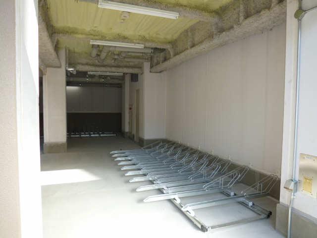 サン・名駅南ビル 9階 駐輪場