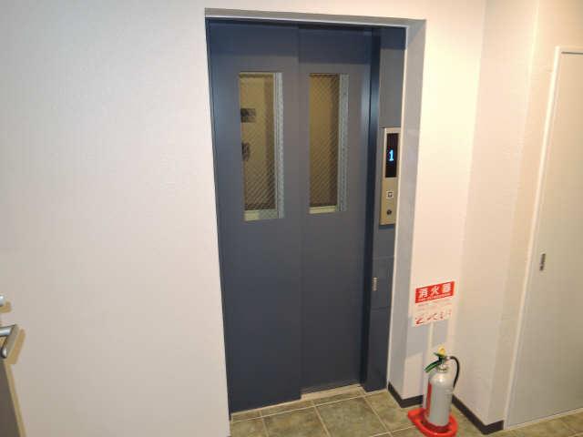ラコルタ ブローン 1階 エレベーター