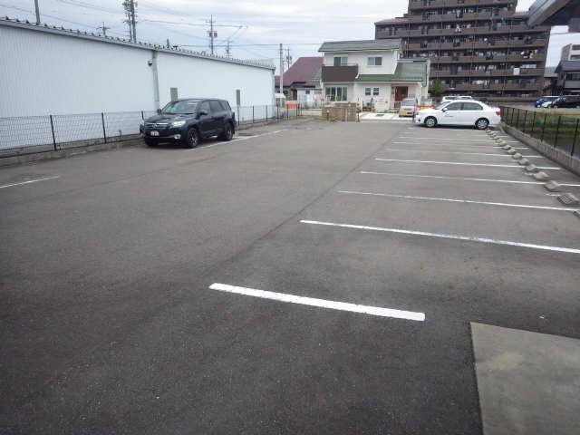 Chmp de joie 4階 駐車場