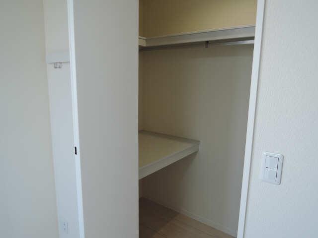 203号室収納2